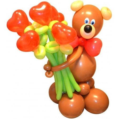 Медвежонок с букетом из шаров