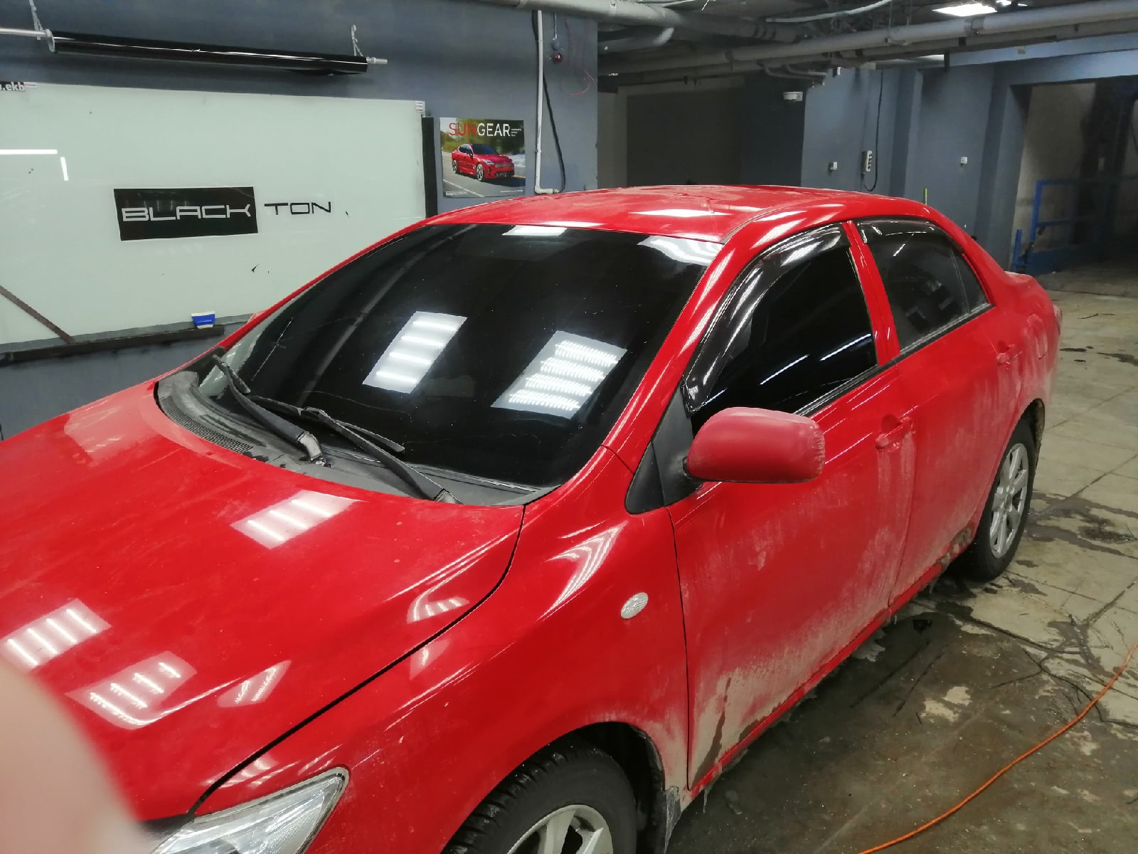 Тонировка красного авто в Екатеринбурге
