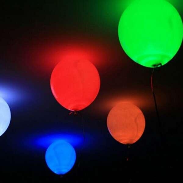 Разноцветные  шары с белыми мелькающими светодиодами