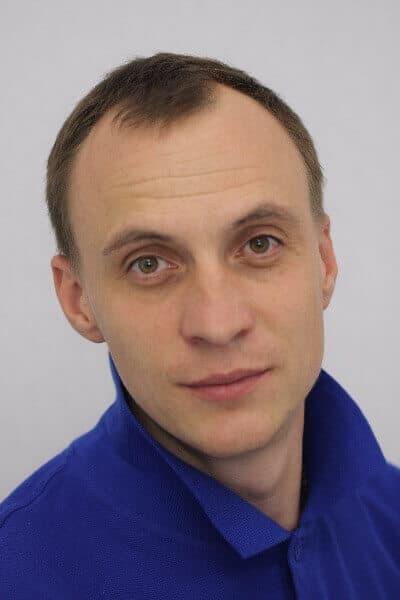 Старостин Александр хирург имплантолог ортопед