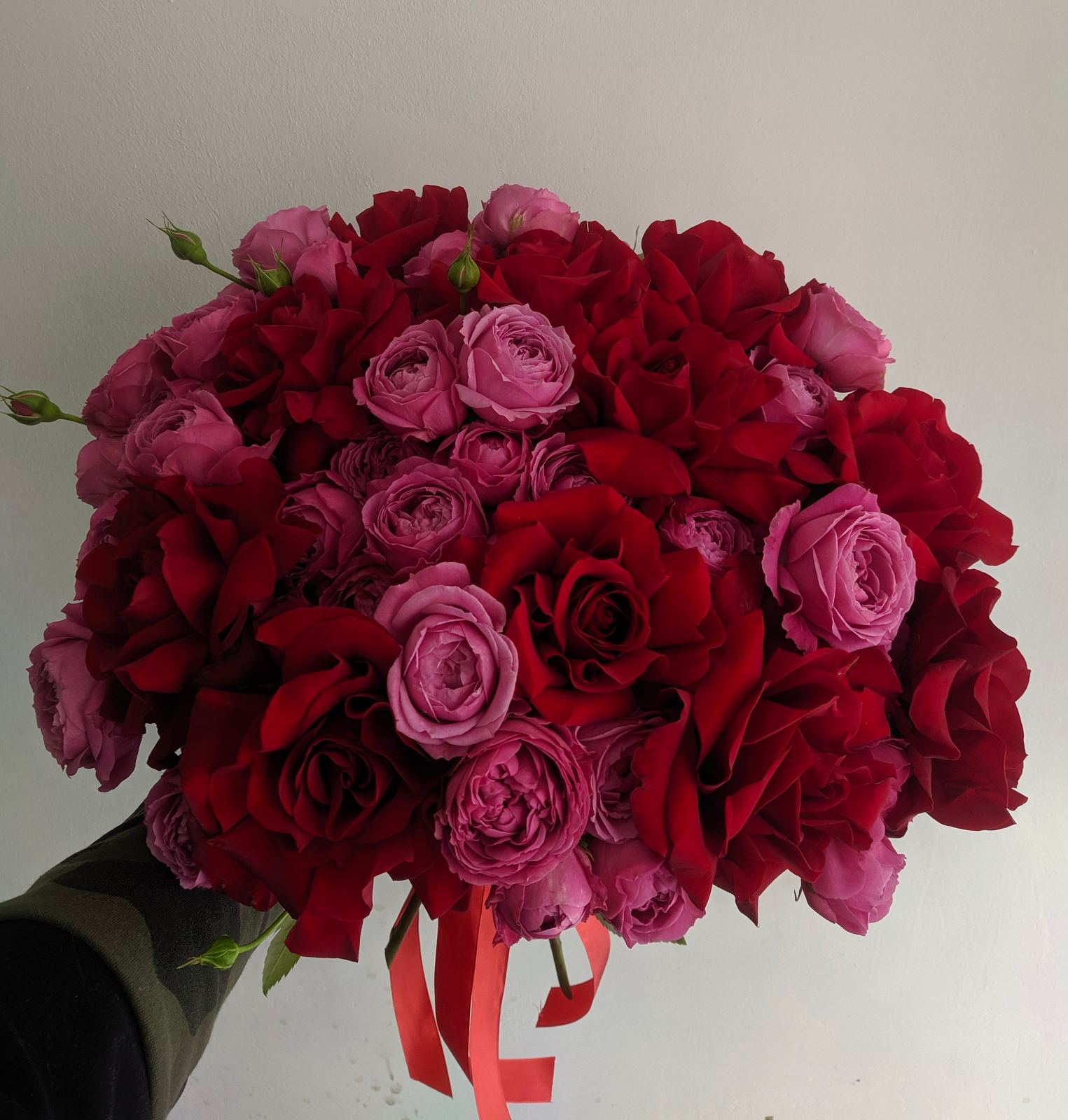 Букет с пионовидными розами Мисти Баблс и Софи Лорен
