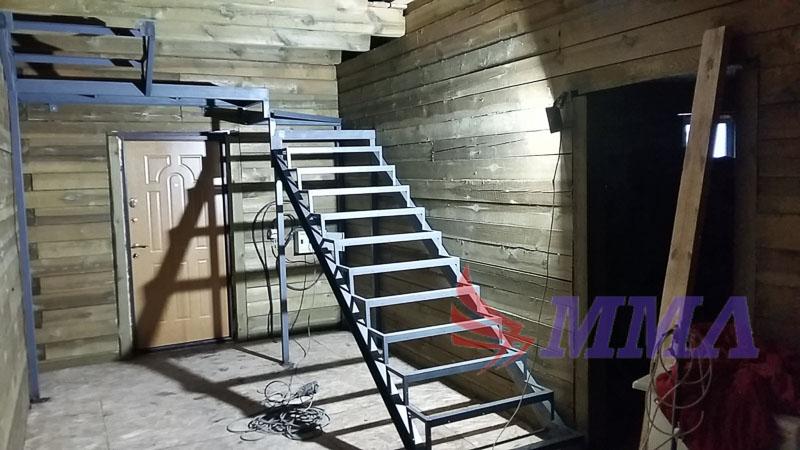 Каркас лестницы, лестница из швеллера, лестница из уголка,