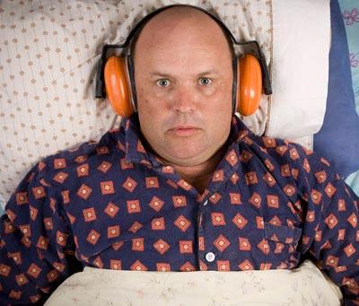 Нужна ли дополнительная шумоизоляция под натяжной потолок