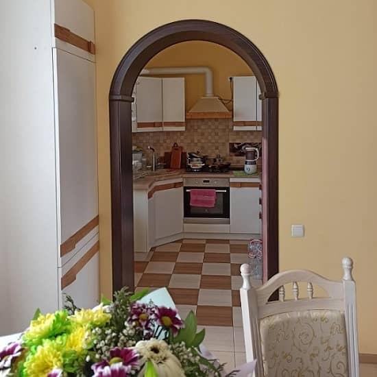 Дверная арка с фрезеровкой шапки