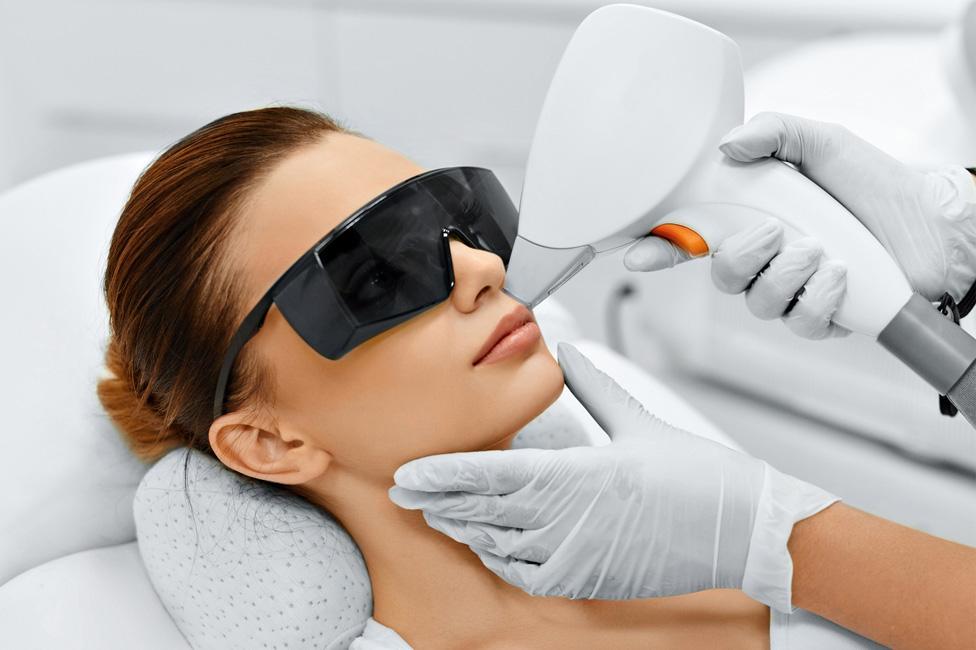 ФДТ, СМАС, smas, лазерная эпиляция, лазерное отбеливание, омоложение, лазерная шлифовка, лечение акне, лечение пигментации, лифтинг, фототермолиз, лазерное удаление родинок, бородавок, шрамов, растяжек; лазерное интимное омоложение, лазерный пилинг, фракционный игольчатый RF лифтинг