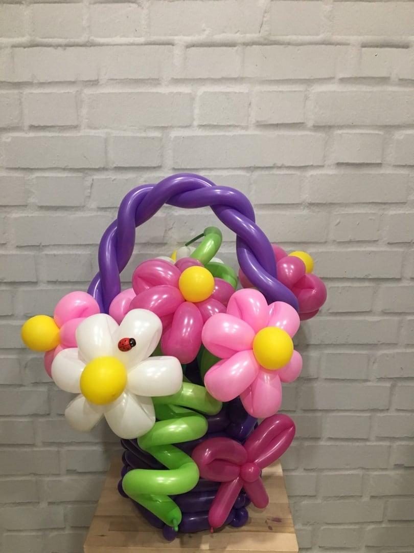 корзина с цветами из шариков