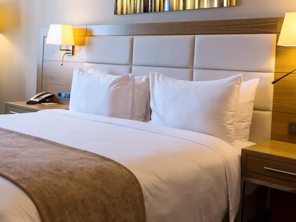 кровати и изголовья для гостиниц