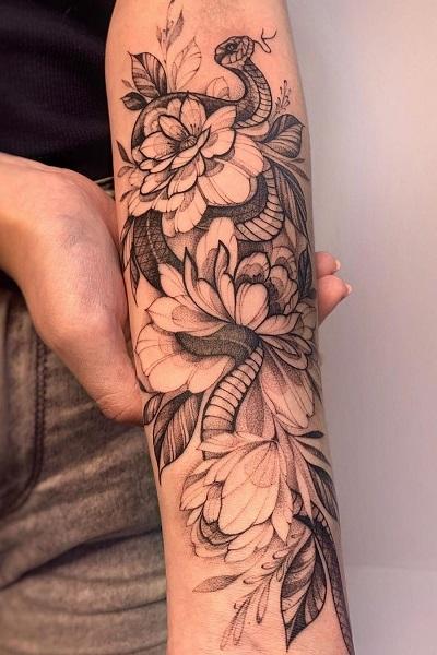 Татуировка змея с цветами  тату салон/студия в новосибирске