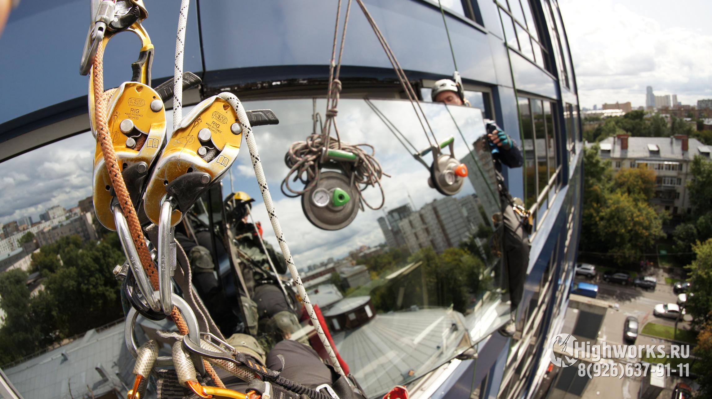 Установка и демонтаж стеклопакетов промышленными альпинистами