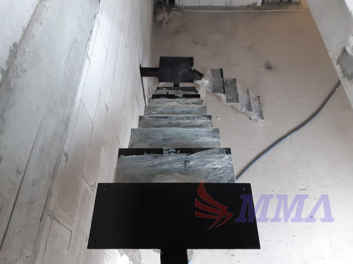 каркас лестницы на трубе