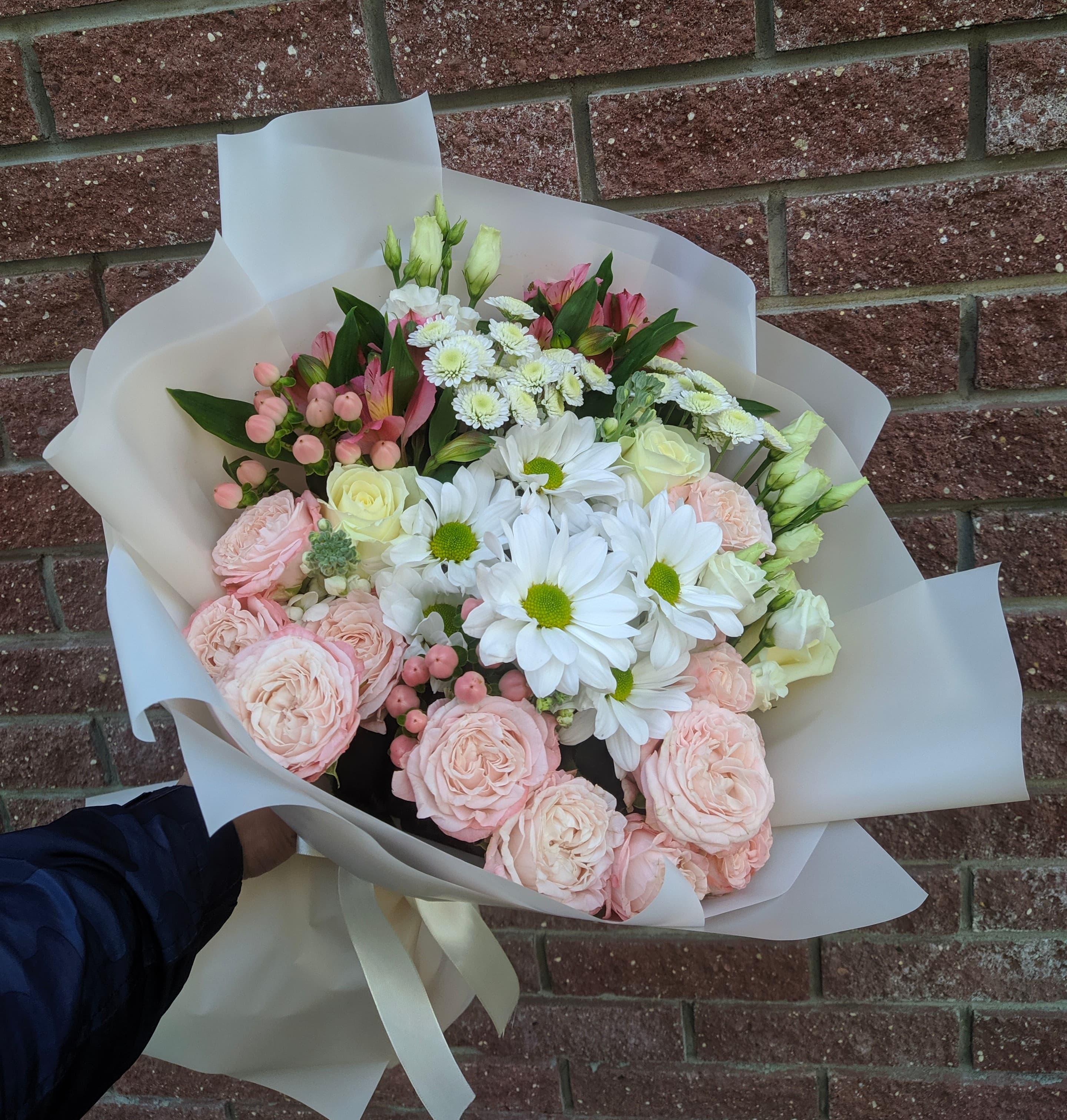 Микс букет из пионовидных роз