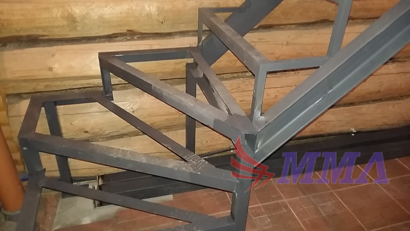 лестница в дом, каркас лестницы из металла,