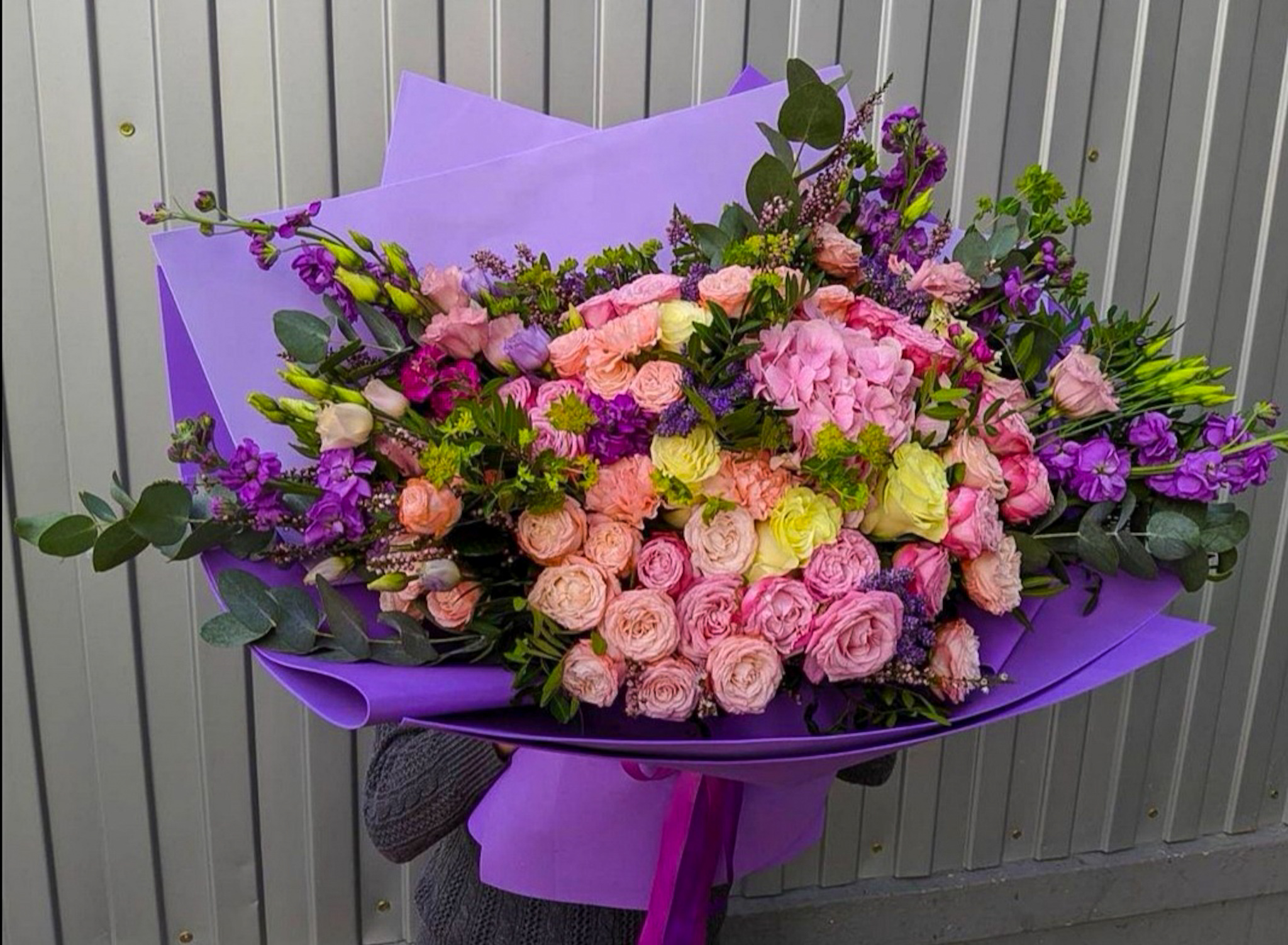 Букет-гигант с пионовидными розами и гортензией