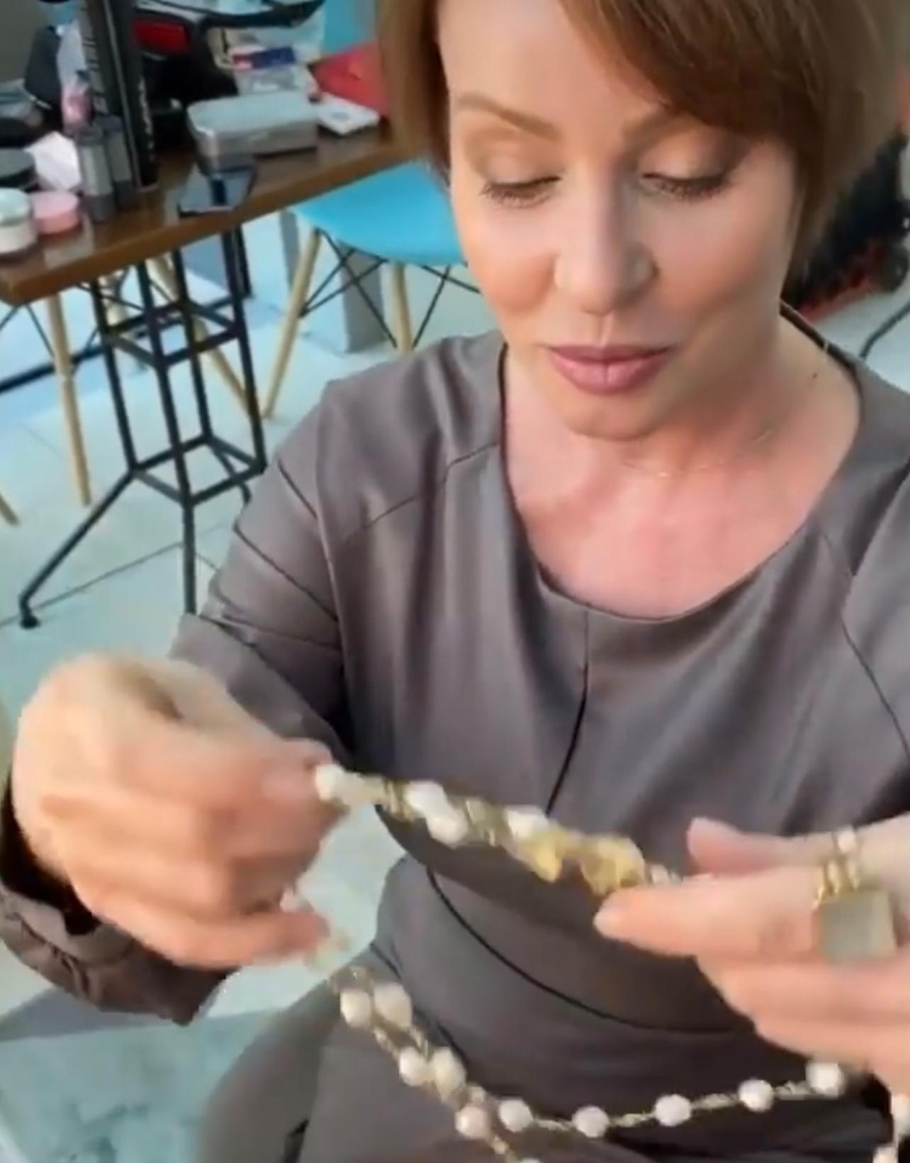 Жанна Эппле в украшениях JB Brand