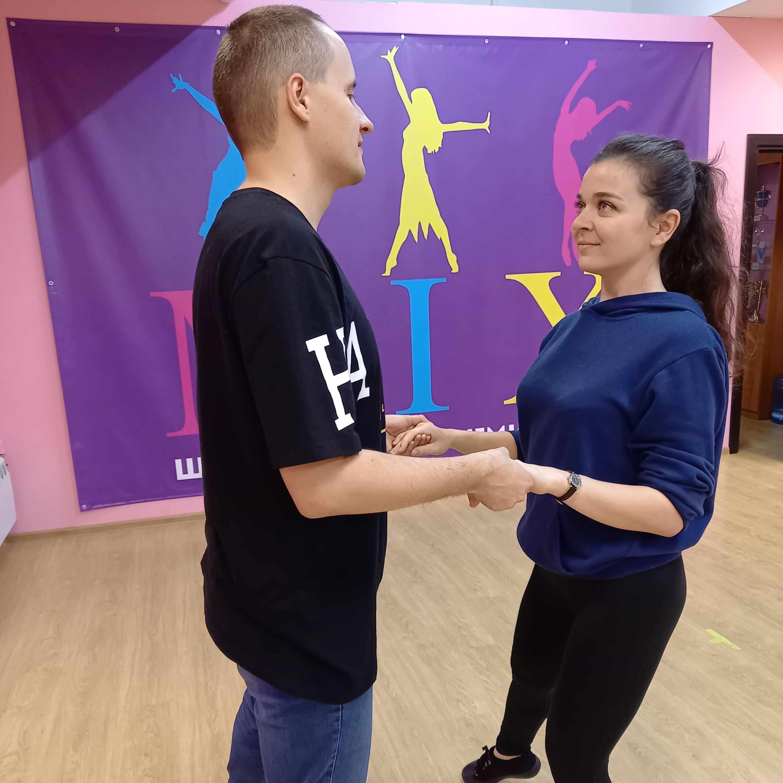 Танцы взрослым в студии MIX
