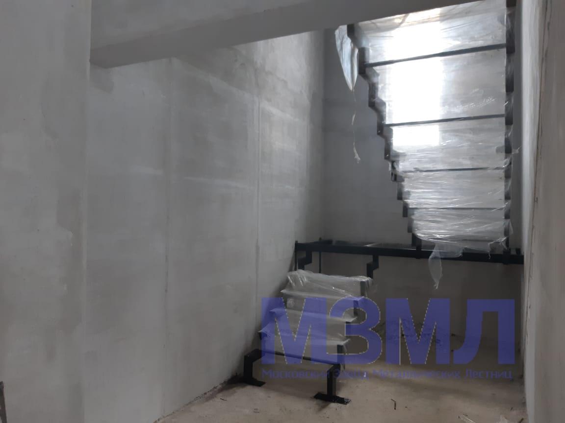 Каркас лестницы из трубы