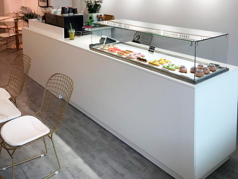 Торговая мебель для магазина кондитерских изделий