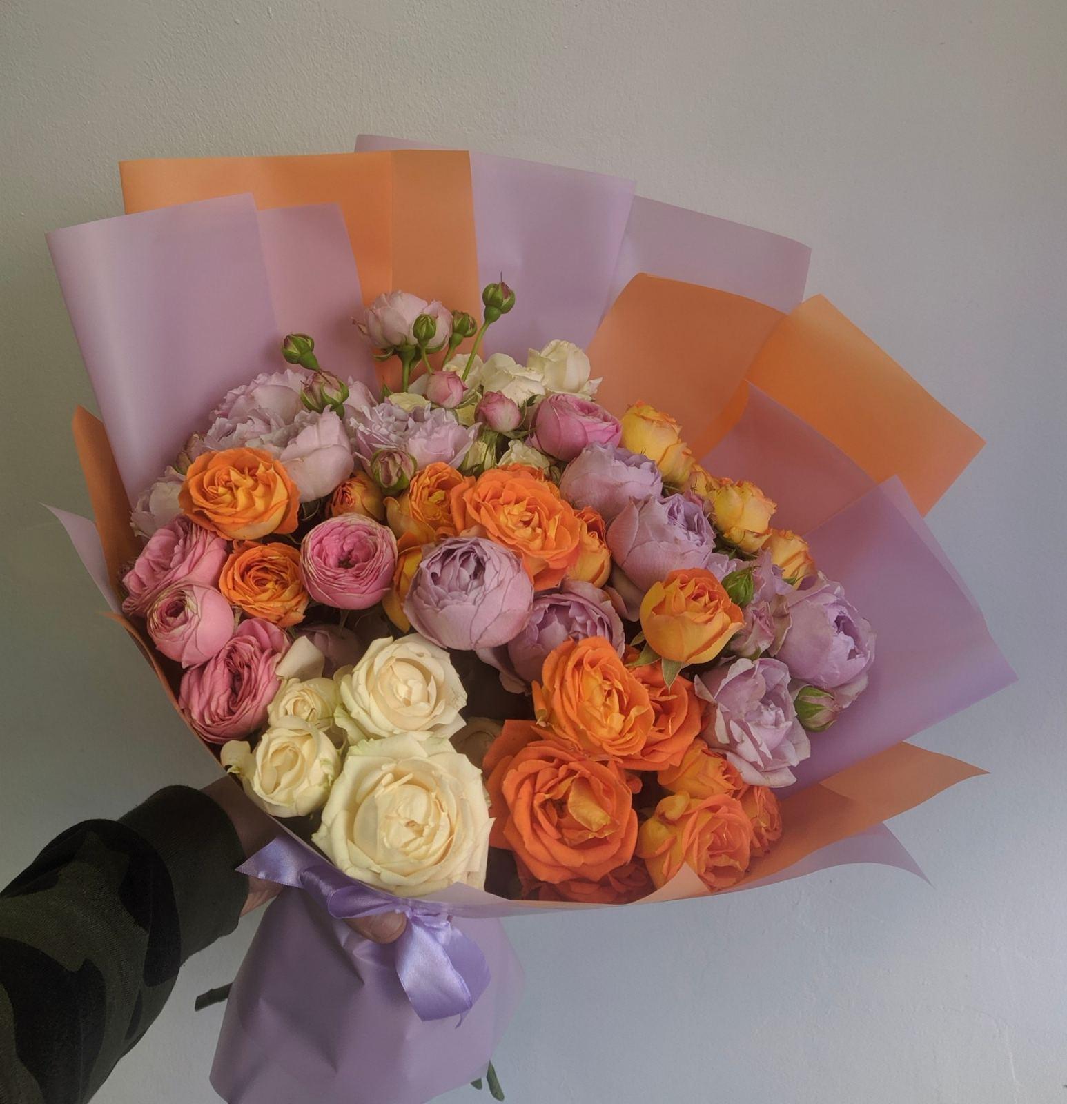 Пионовидные розы микс 11 веточек