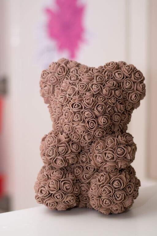 Мишка из роз шоколадный