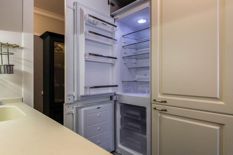 перенавешивание дверей холодильника