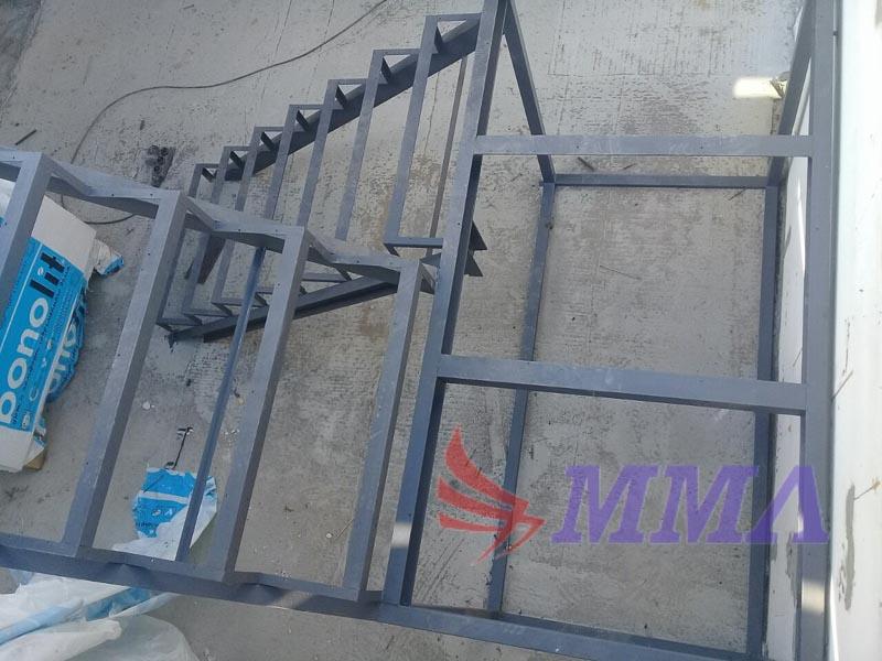 п-образная лестница, каркас лестницы, лестница из металла,