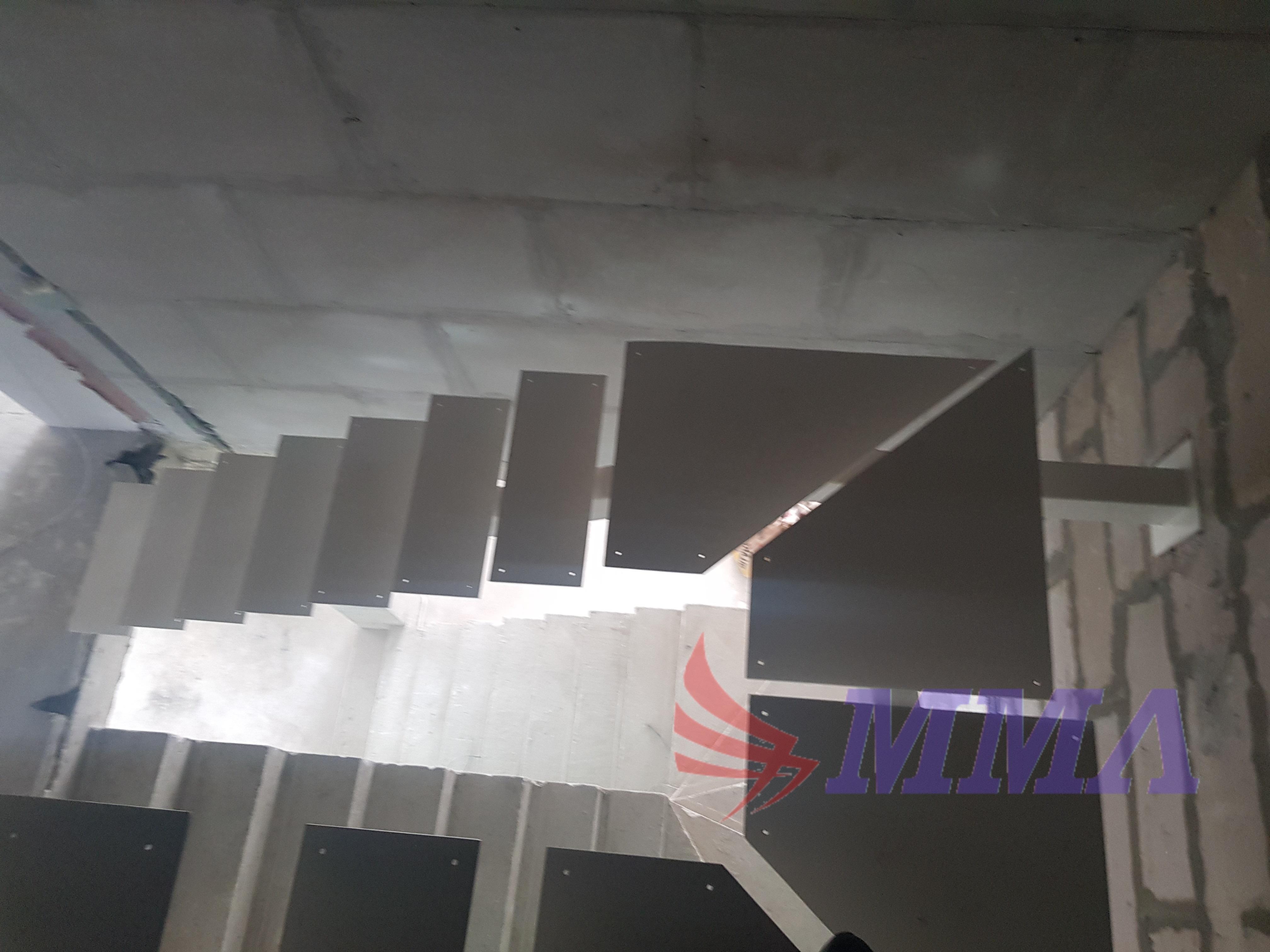 Прямая лестница на профильной трубе