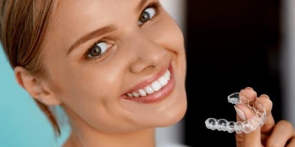 Выравнивание зубов прозрачными капами