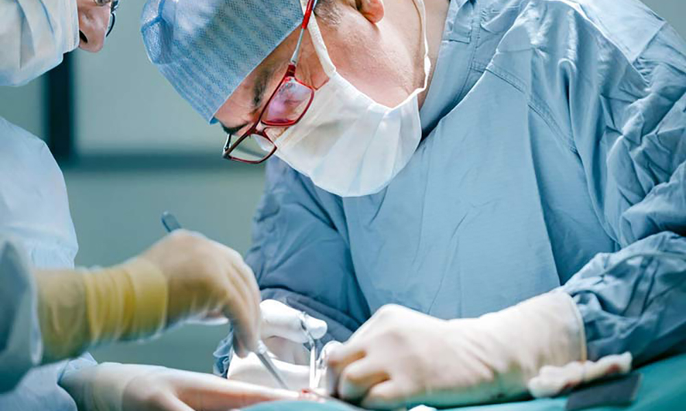 хирург врач медицинский центр