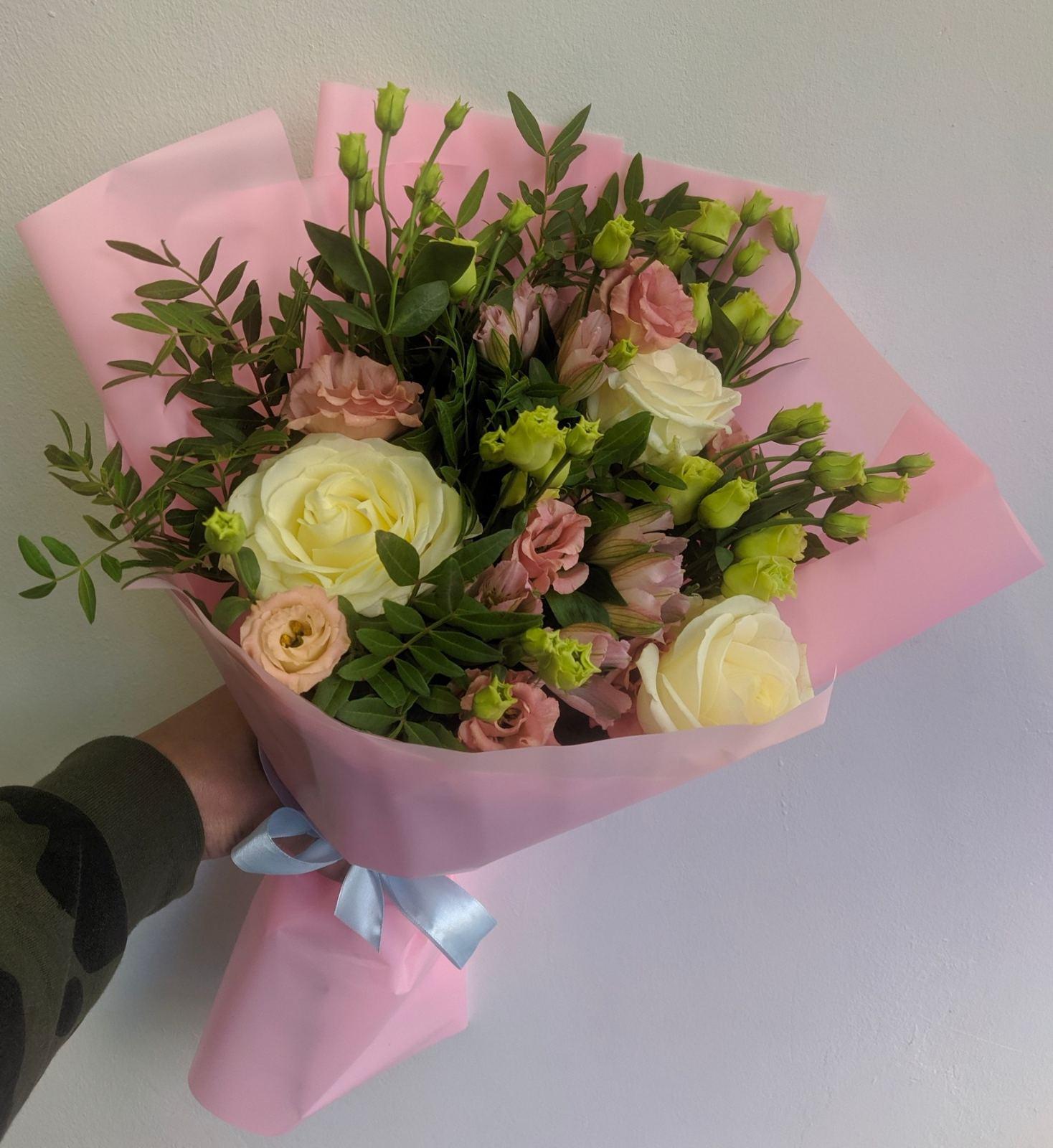 Одноголовые розы микс с фисташкой