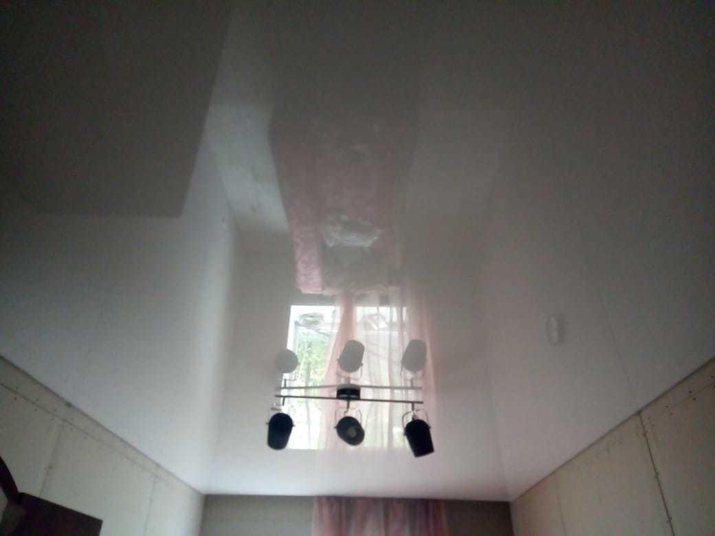 Картинка глянцевые натяжные потолки приобрести по низкой цене