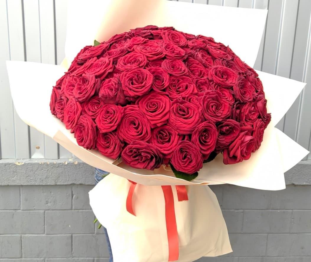 101 роза Ред Наоми 50 см