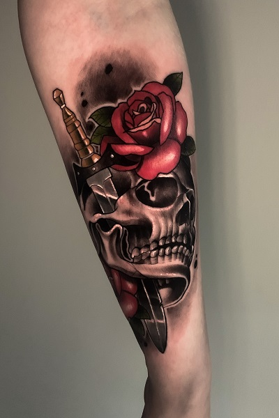 татуировка череп с розой в Новосибирске