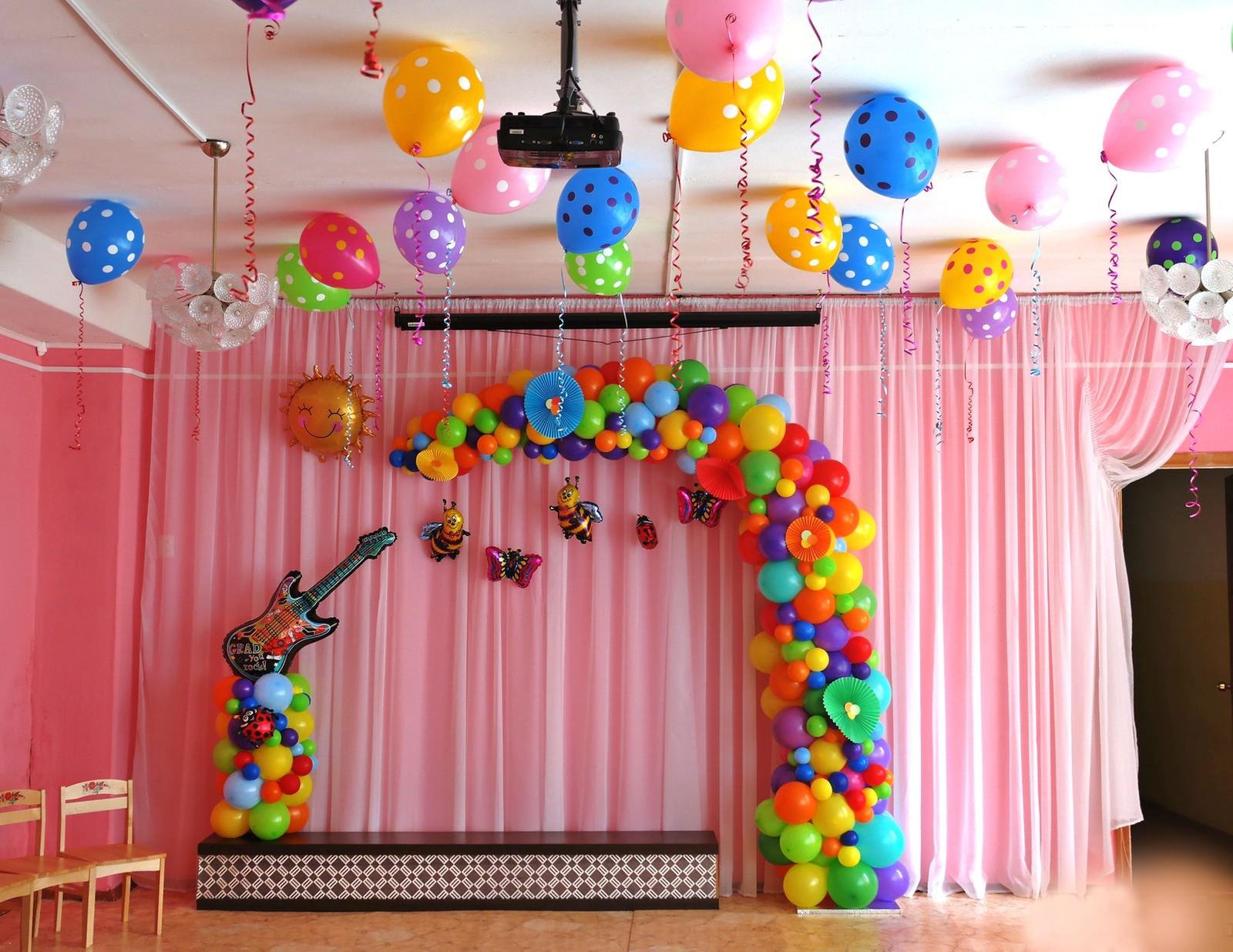 украшение шарами на выпускной