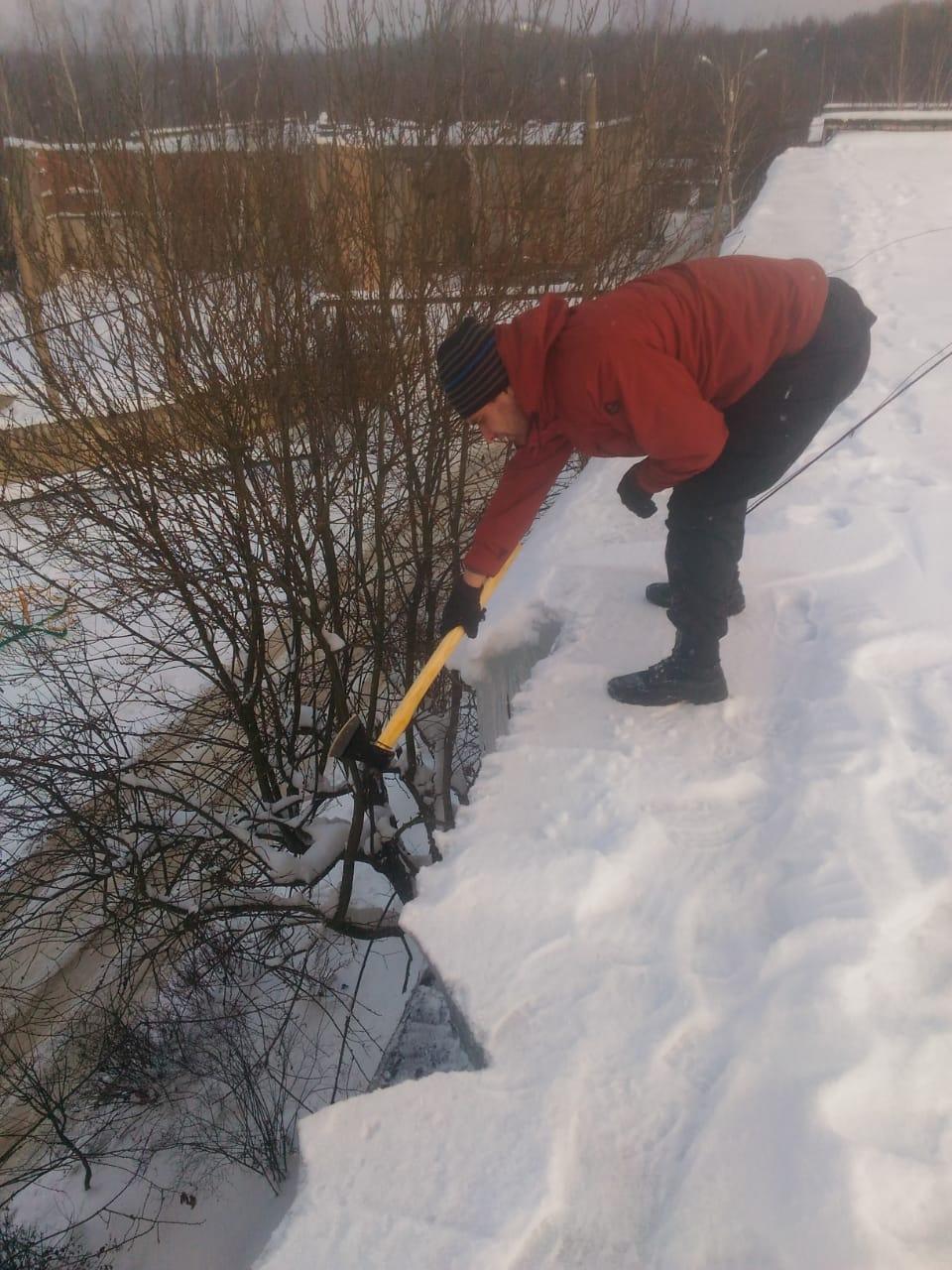 чистка кровли от снега