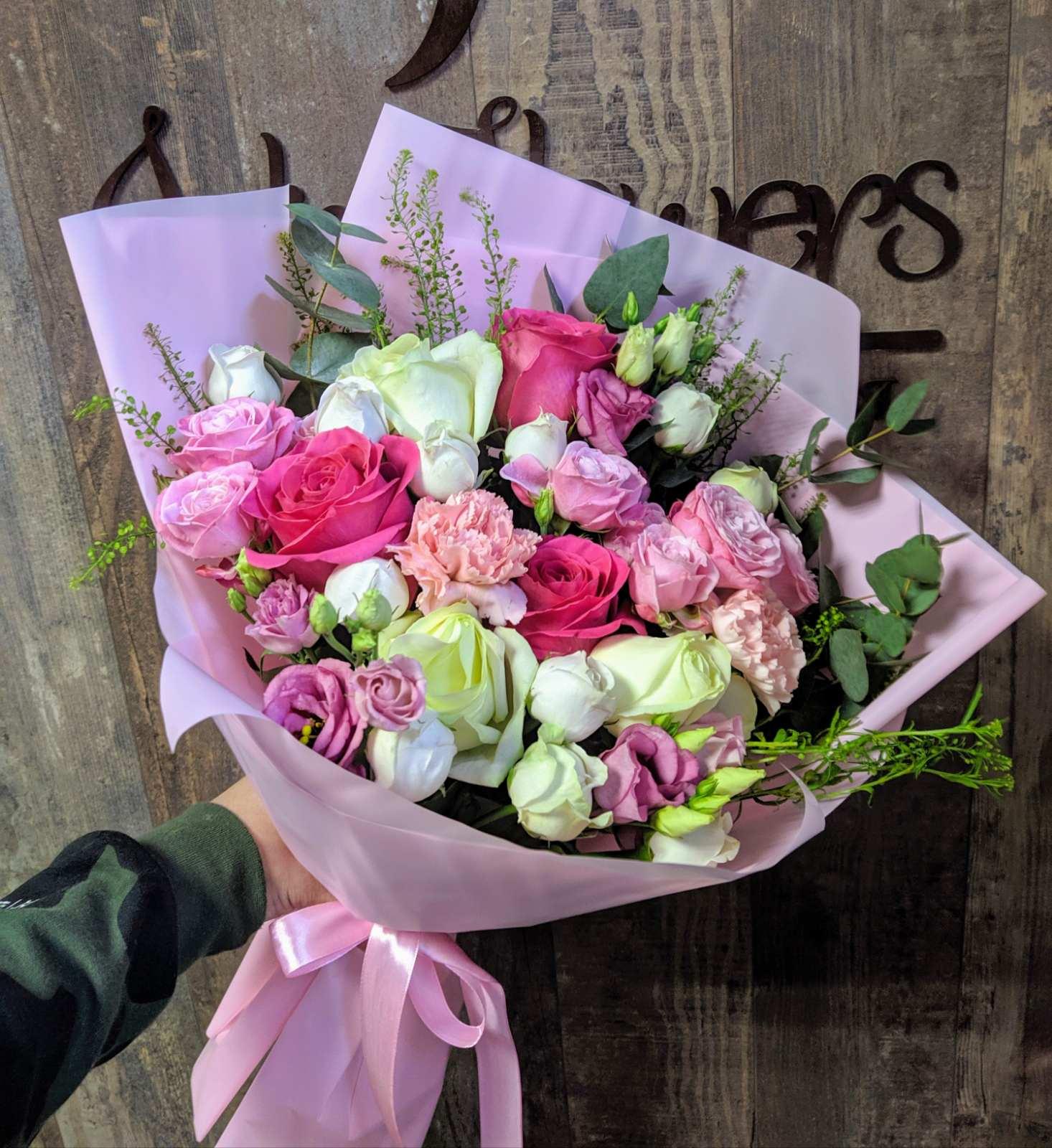 Букет с пионовидными и одноголовыми розами