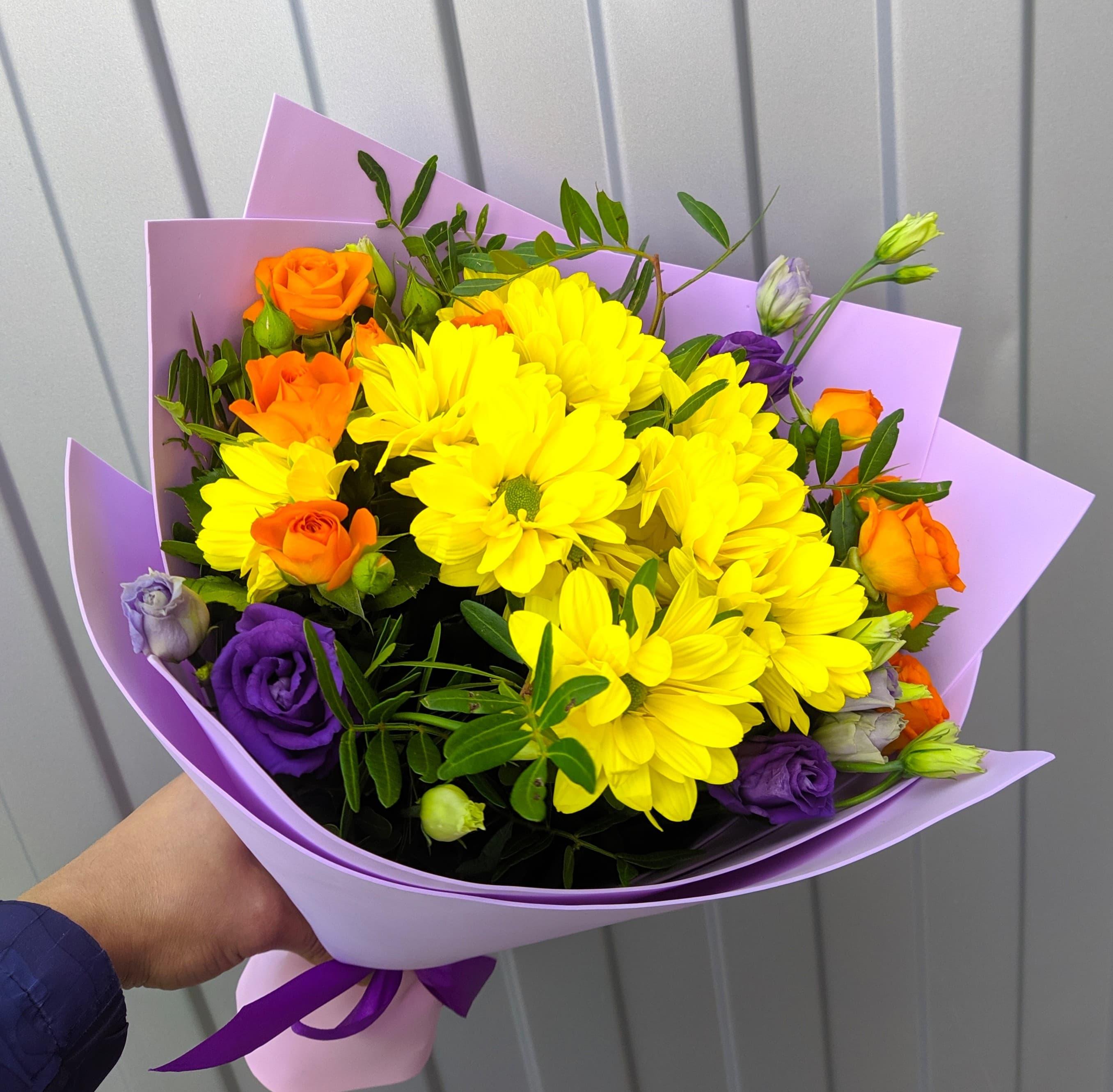 Микс букет из хризантем и кустовых роз