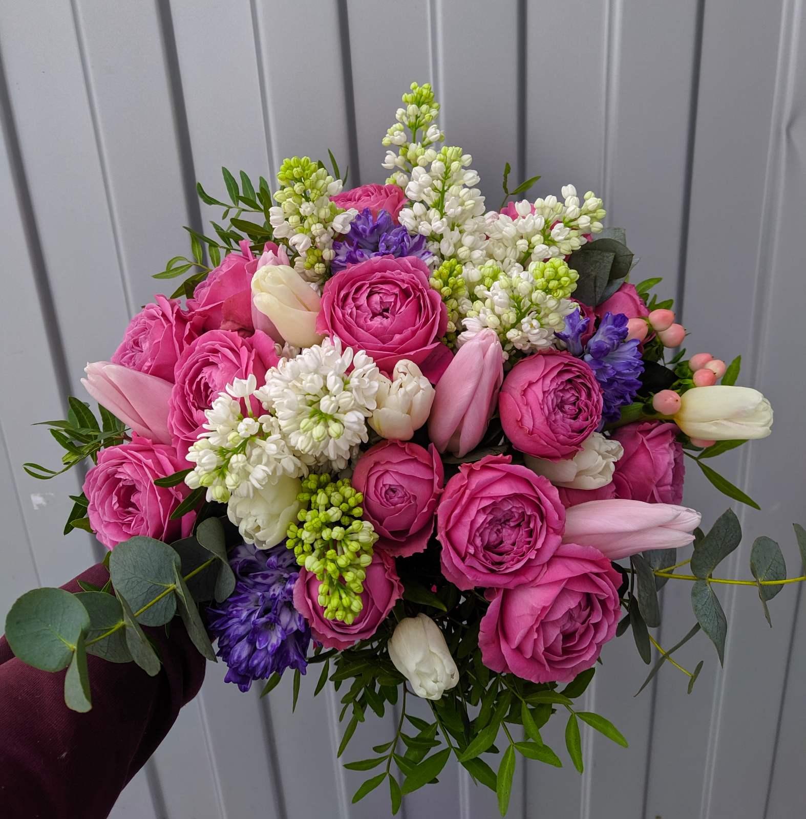 Букет с мисти баблс пионовидными розами