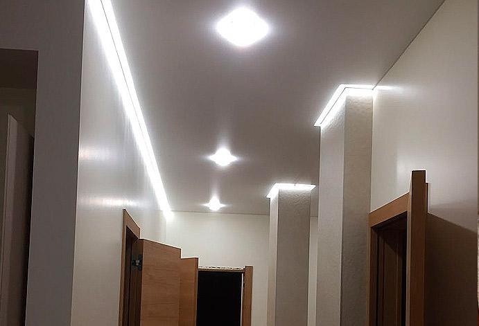 Натяжной потолок в коридоре монтаж за 3 часа