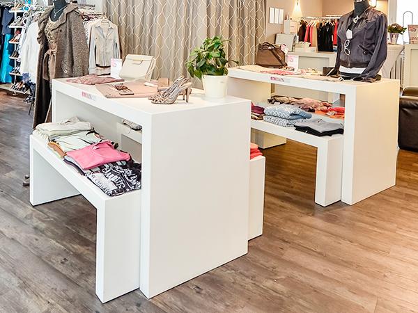 торговая мебель для магазина одежды