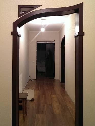 Дверная арка с окошком