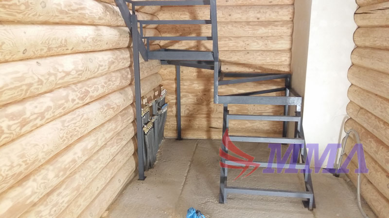 каркас лестницы, лестница в доме, лестница из металла,