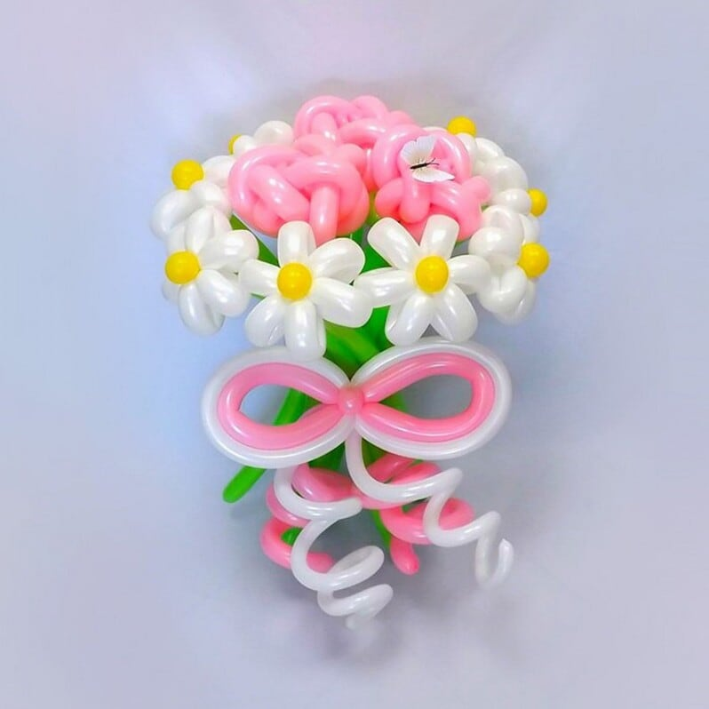 Букет с цветами  из шаров