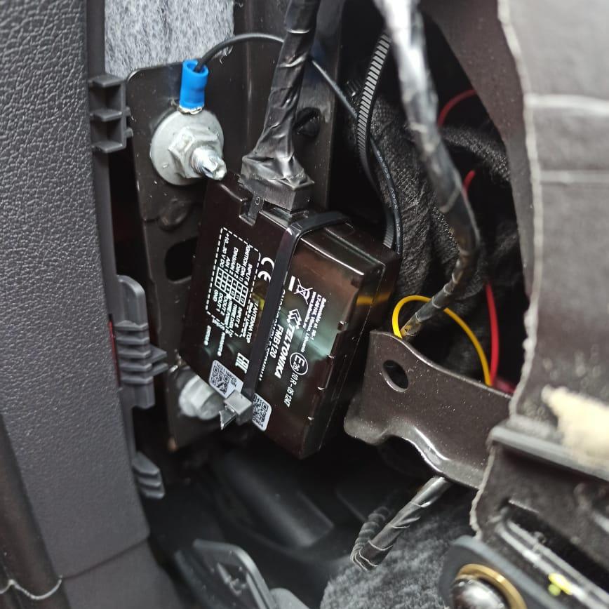 Монтаж мониторинга GPS на AUDI Q5