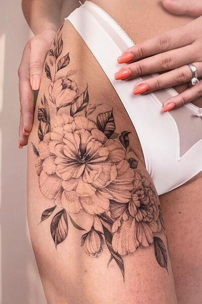 татуировка цветов на бедре для девушек тату-салон в Новосибирске