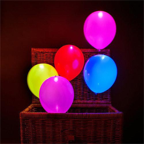 Разноцветные гелиевые шары с белыми светодиодами