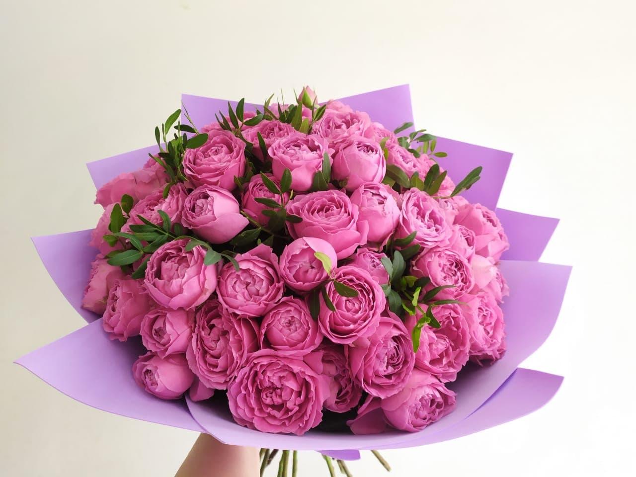 25 пионовидных роз Мисти Баблс