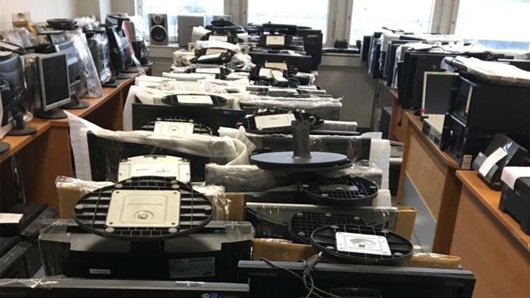 Скупка офисных столов бу