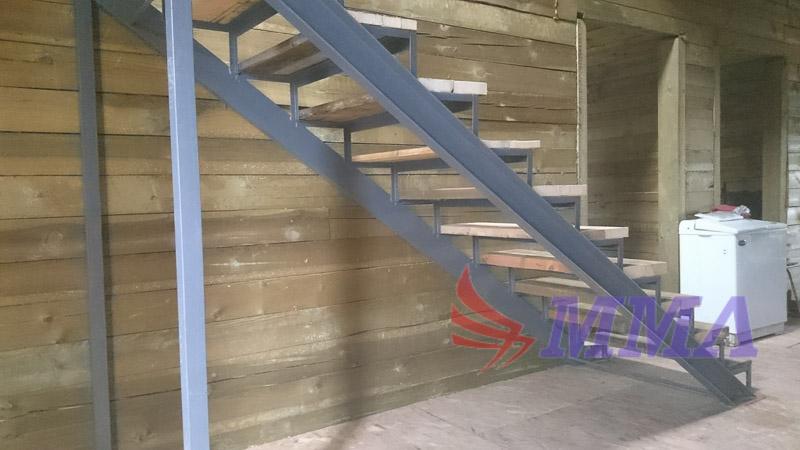 лестница в дом, каркас лестницы, лестница в коттедж,