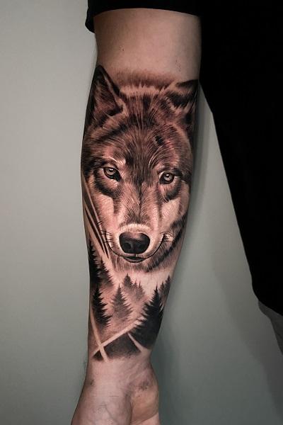 татуировка с изображением волка