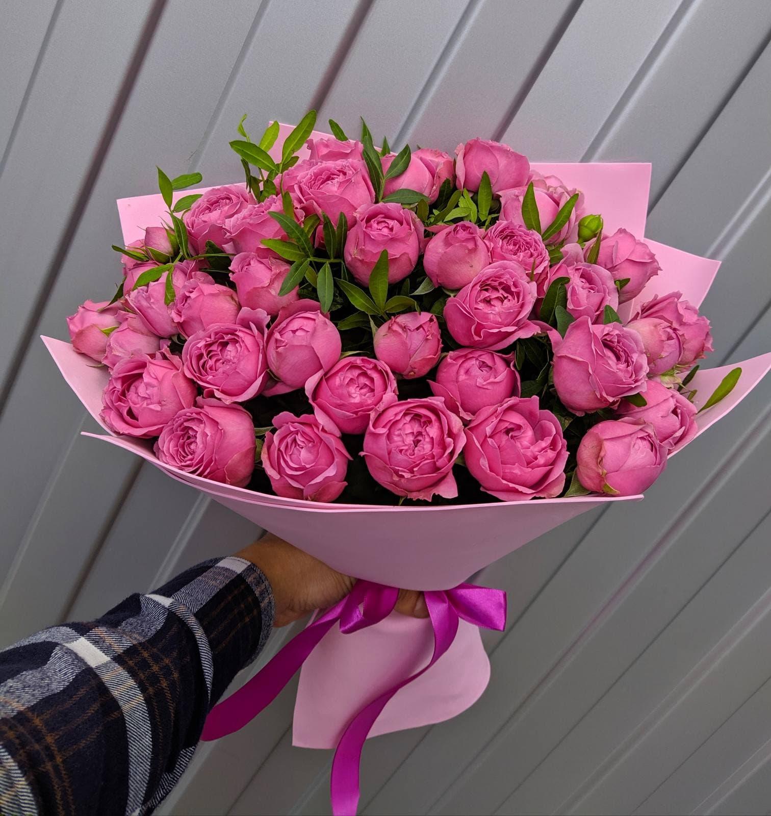 25 пионовидных роз сорта Мисти Баблс